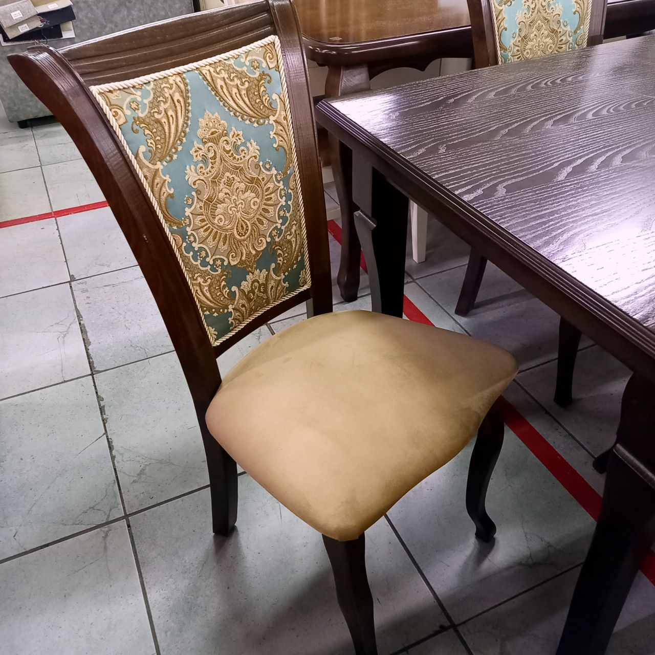 Стол Ильда и стулья Маркиз