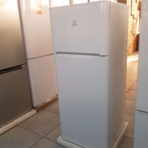 Холодильник двухкамерный Indesit С245