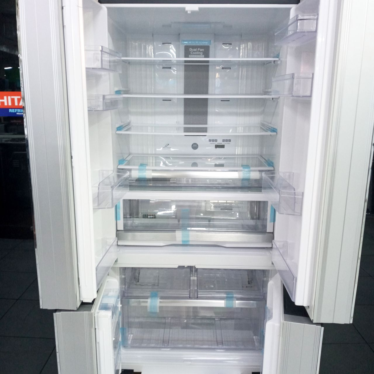 Холодильник двухкамерный Hitachi 650 литров