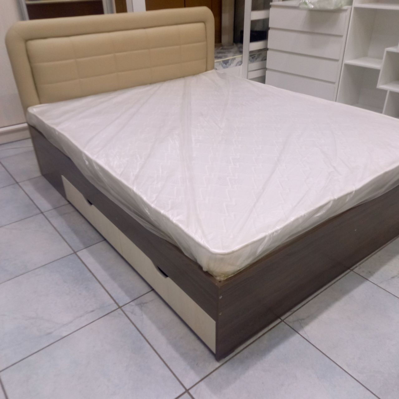 Кровать двуспальная Дарина