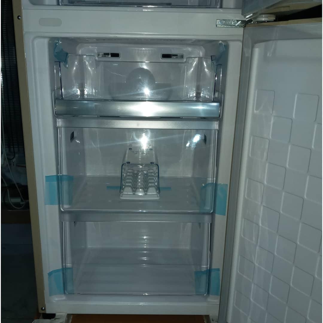 Холодильник двухкамерный Hitachi 325 литров